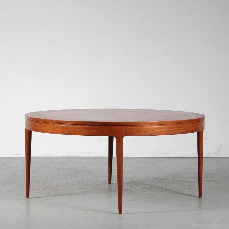 m25104 1950s round teak Danish coffee table Denmarkvvv