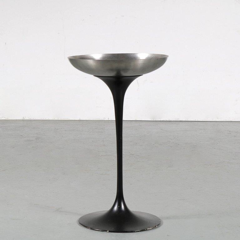 m24955 1960s Ashtray on pedestal base Eero Saarinen Knoll Int. / USA