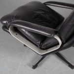 m25216 1970s Swivel lounge chair on aluminium with black metal crossbase and black leather upholstery