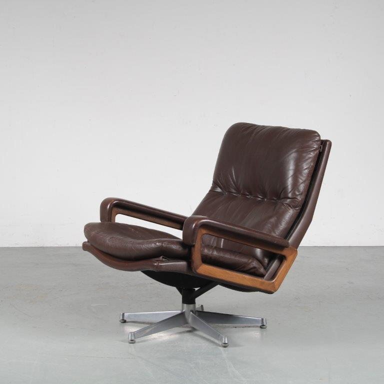 """m25002 1960s Brown leather easy chair on metal crossbase model """"King"""" chair André Vandenbeuck Strässle / Switzerland"""