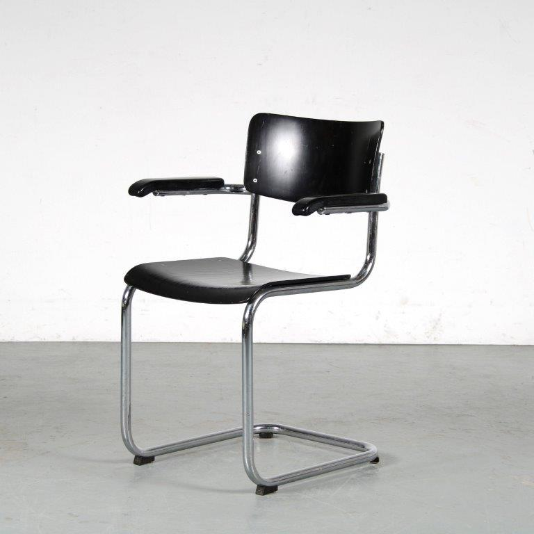 m25260 1950s Pipe frame dining chair with black wooden seat and back Thonet Germany