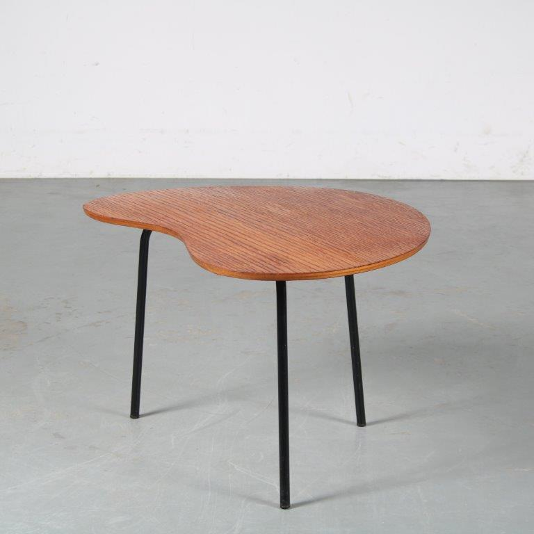 m25369 1950s Rare kidney shaped coffee table on black metal base with wooden top Pierre Guariche Trefac / Belgium