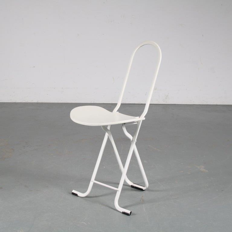 m25381 1970s Folding chair in white metal with white wooden seat and backrest Gaston Rinaldi Thema / Italy