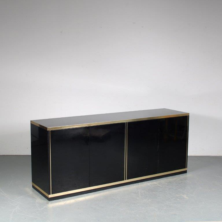 m25440 1970s Black glossy wood with brass sideboard Italy