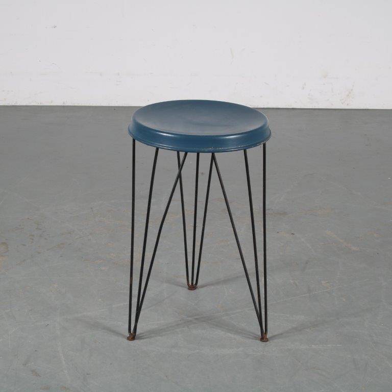 m24009 1950s Metal stool on hairpin legs Tjerk Reijenga Pilastro / Netherlands