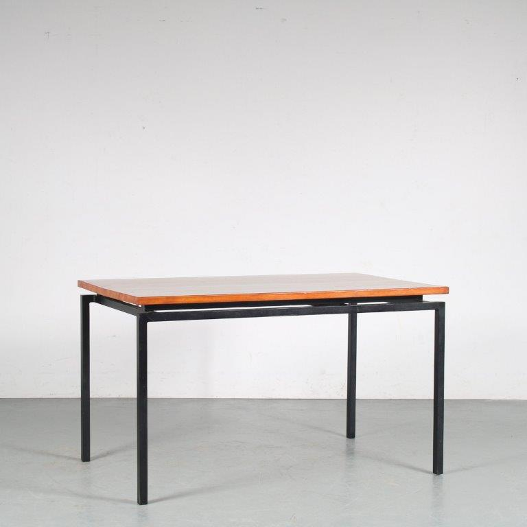 m25394 1950s Extendible dining table on black metal base with pine wooden top Netherlands
