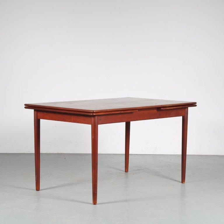 m21242 1950s Beautiful Scandinavian teak extendable dining table, Denmark