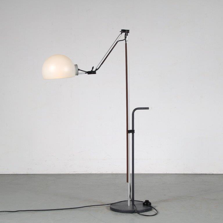 "L4814 1970s Adjustable floor lamp in chrome with black metal and white plexiglass hood model ""Aggregato"" Enzo Mari Artemide / Italy"