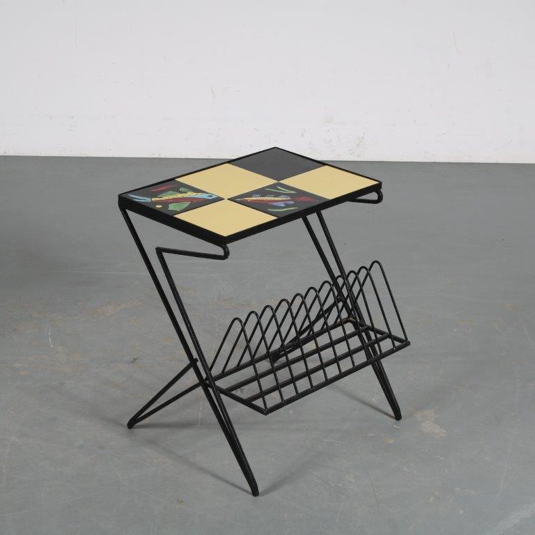 m25573 1950s Black metal magazine table with tiles in top France